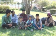 Manisa'ya sığınan 3 Afgan aile, parkta kalıyor