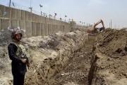 پاکستان تمام مرز اش با افغانستان را سیم خار دار میگیرد