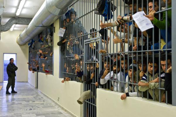 Le Commissaire Hammarberg en Grèce pour discuter de la situation des demandeurs d'asile et des minorités Commissioner Hammarberg visits Greece to discuss situation of asylum seekers and minorities